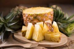 Куски ананаса и обстреливаемый ананасом Азиатск-стиль Стоковое Изображение