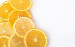 куски апельсина и лимона изолированных на белой предпосылке Стоковые Изображения