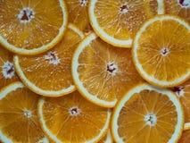 Куски апельсина на таблице Стоковая Фотография