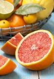 Куски грейпфрута, различных свежих цитрусовых фруктов Стоковое Изображение