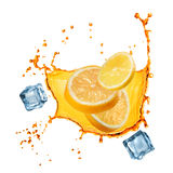 Куски летания апельсина и лимона в соке брызгают стоковые изображения