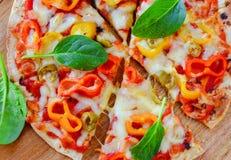 Куски итальянской вегетарианской пиццы стоковое фото