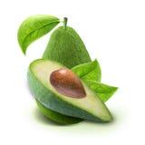 Куски и листья авокадоа изолированные на белизне с путем клиппирования Стоковое Изображение