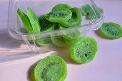 Куски кивиа сухофрукта зеленые Стоковое Фото