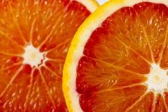 Куски красного апельсина на белой предпосылке Стоковое Фото