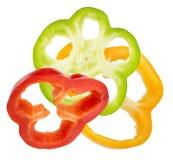 Куски красного, желтого и зеленого перца изолированные на белом backgr Стоковые Фотографии RF