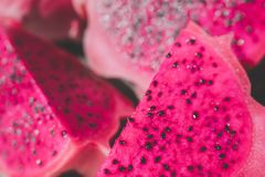 Куски красного плодоовощ дракона, мягкого фокуса или предпосылки влияния нерезкости Стоковая Фотография RF