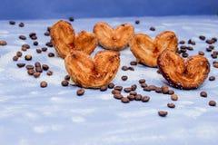 Куски мандарина, печенья, сердца, смычок 11 шнурка Стоковые Фотографии RF
