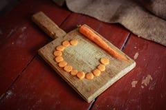 Куски моркови на разделочной доске Стоковое Изображение