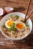 Куски мягкого яичка в китайском супе Стоковые Фотографии RF