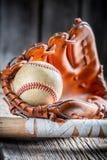 Куски наклеили бейсбольную биту и шарик Стоковые Фото