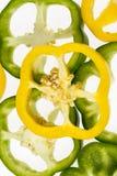 Куски овощей желтого и зеленого перца на белой предпосылке Стоковые Изображения RF