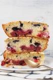 Куски пирога плодоовощ на плите Стоковое фото RF