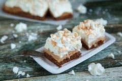 Куски пирога с сливк и меренгами Стоковые Изображения