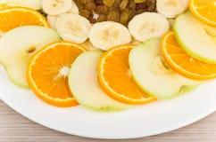 Куски различных плодоовощей на плите Стоковые Изображения RF