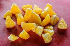 Куски свежего апельсина на таблице Стоковые Изображения RF
