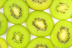 Куски свежей зеленой текстуры предпосылки еды киви Стоковое Изображение RF