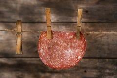 Куски смертной казни через повешение салями Стоковые Изображения