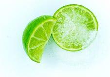Куски сочной зрелой известки взбрызнутой с сахаром Стоковое Изображение