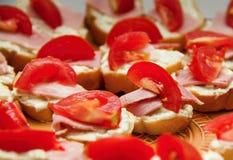 Куски с томатами Стоковая Фотография RF