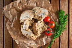 Куски wholegrain бриошей сделанных с семенами кориандра и toma стоковые изображения