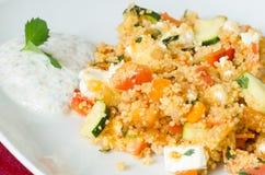 Кускус с овощами с соусом югурта Стоковые Изображения RF