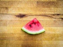 Кусок арбуза аранжированный на деревянной доске Стоковая Фотография RF
