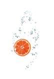 Кусок грейпфрута в воде Стоковая Фотография