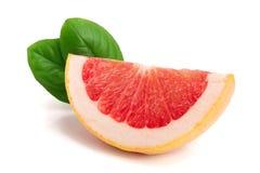 Кусок грейпфрута с листьями на белой предпосылке Стоковые Изображения RF