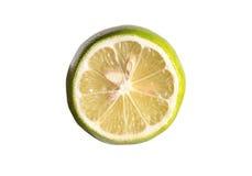 Кусок зеленого отрезка лимона половинный изолированный на белой предпосылке Стоковая Фотография