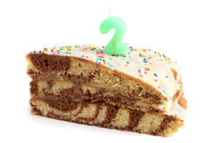 Кусок именниного пирога с свечой номер два Стоковая Фотография