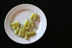 Кусок лимона на блюде Стоковая Фотография