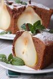 Кусок конца пирога груши вверх на предпосылке торта Стоковое Фото