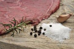 Кусок мяса с травами Стоковое фото RF