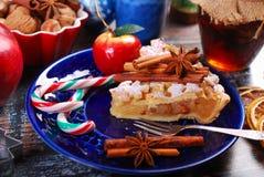 Кусок домодельного яблочного пирога рождества Стоковое Изображение RF