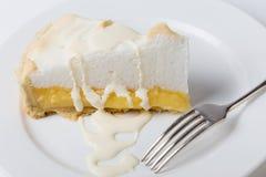 Кусок пирога меренги лимона с вилкой Стоковое Изображение RF