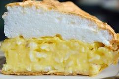 Кусок пирога на таблице Стоковое Фото