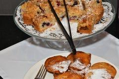 Кусок пирога на таблице Стоковые Изображения RF
