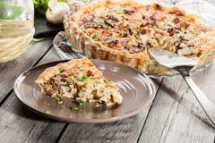Кусок пирога с грибами amd цыпленка Стоковые Изображения