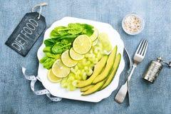 Кусок свежих известки и авокадоа стоковая фотография