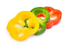 Кусок сладостных болгарского перца или capsicum изолированных на белизне Стоковые Изображения RF