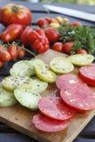 Кусок томата красный и зеленый Стоковые Изображения RF
