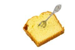 Кусок торта губки при изолированная вилка торта Стоковое Фото