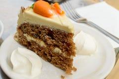 Кусок торта моркови с сливк a Стоковое Изображение