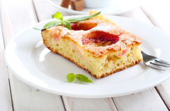 Кусок торта сливы Стоковые Изображения