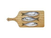 Кусок Bluefish и лимона на деревянном hob с белой предпосылкой Стоковое Изображение