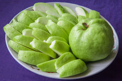 Кусок guava на блюде Стоковые Фото