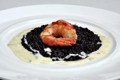 Кухня лакомки: черные рис и креветка Стоковые Изображения