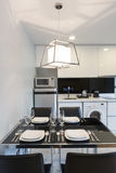 Кухня в квартире стоковое фото rf