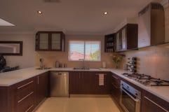 Кухня в роскошном доме Стоковое Изображение